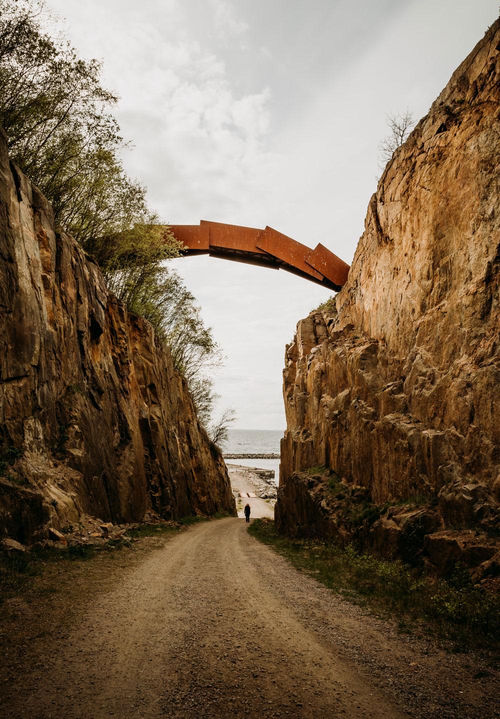 Vang Granitbrud - bro skabt af kunstneren Peter Boneén