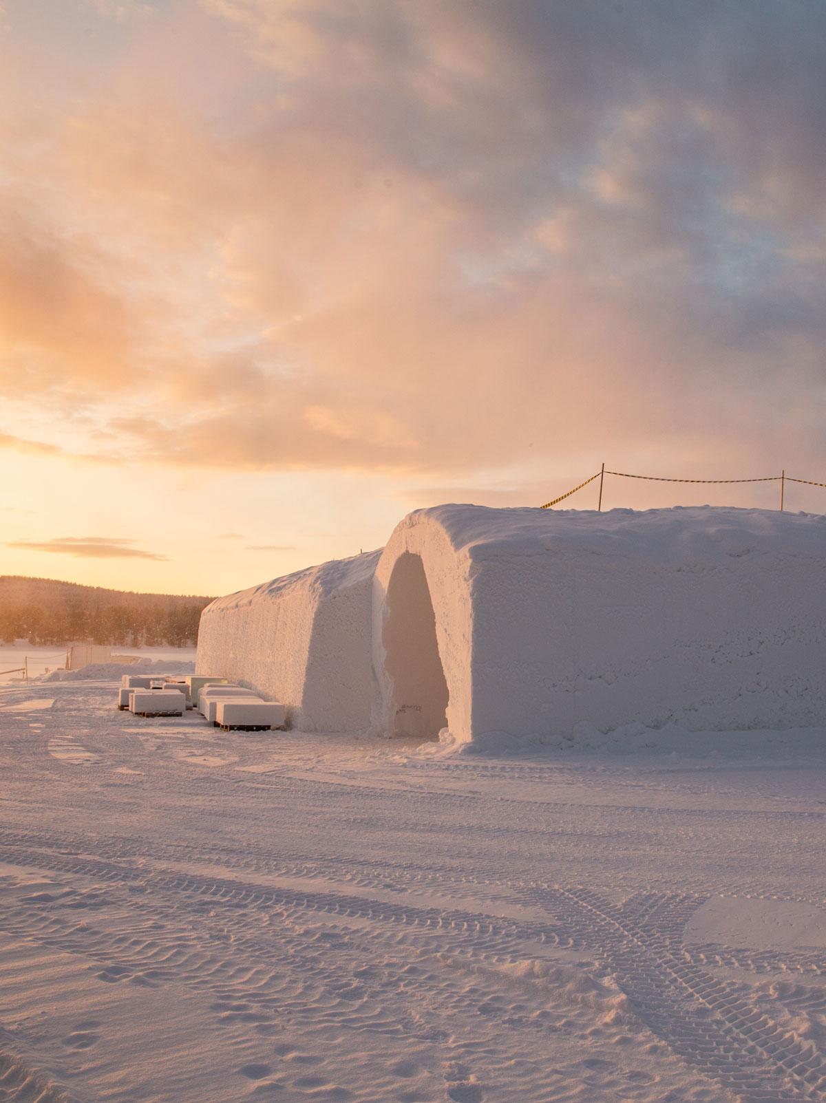 Vinterhotellet i Kiruna under opbygning